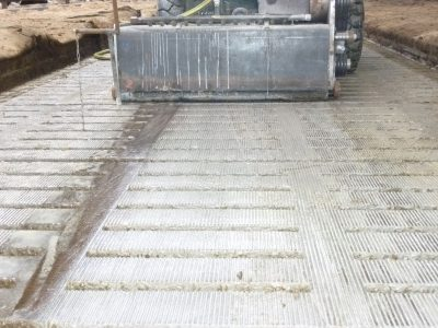 Rainurage caillebotis - Bâtiments agricoles -P1020691